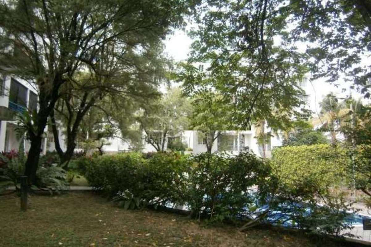 Enau Court Photo Gallery 2