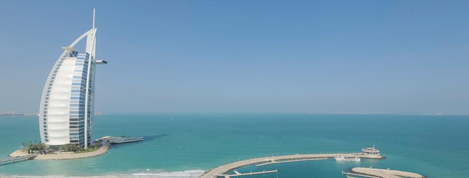 Bersantai di Pantai Jumeirah.jpg