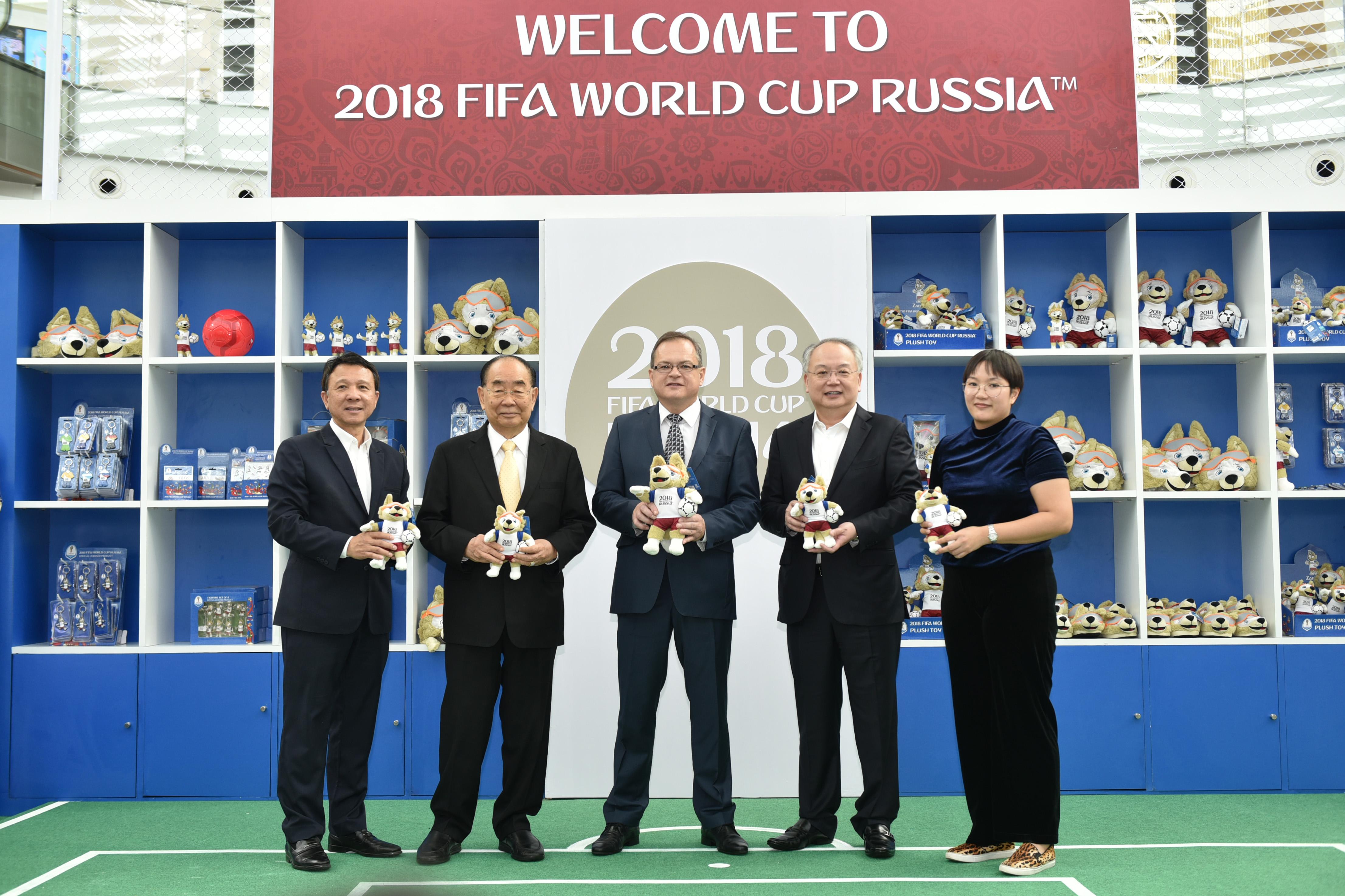 คิง เพาเวอร์ เปิดตัวร้านค้าจำหน่ายสินค้าที่ระลึกฟุตบอลโลก 2018 FIFA World Cup Russia™