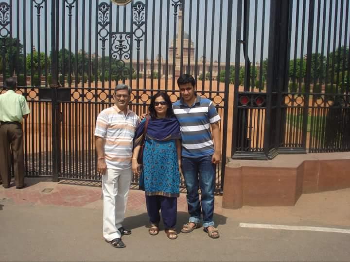 Avinash Ajjarapu with his parents