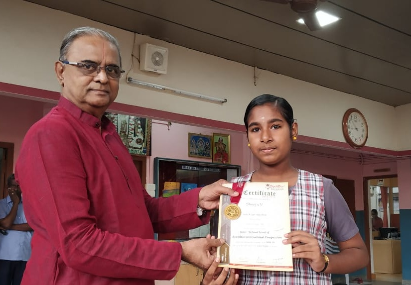 Shreya receiving the award for state level Spell-Bee competition