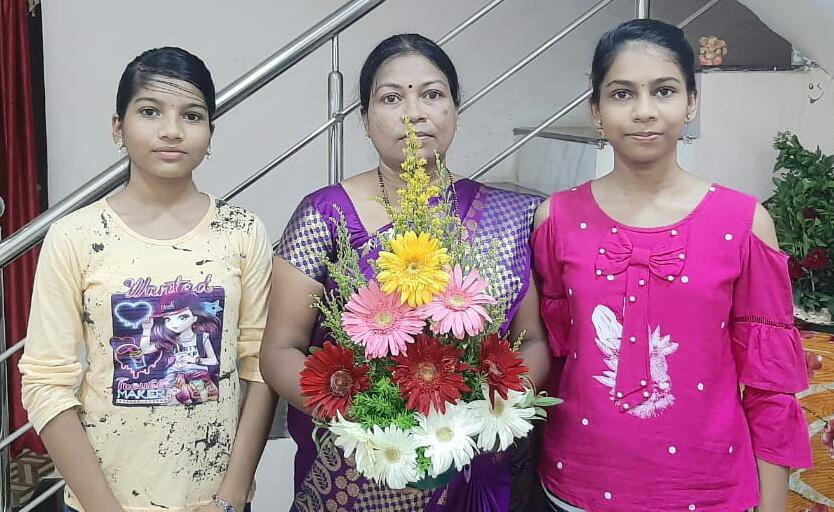 Aditi Nannore with her mother and sister