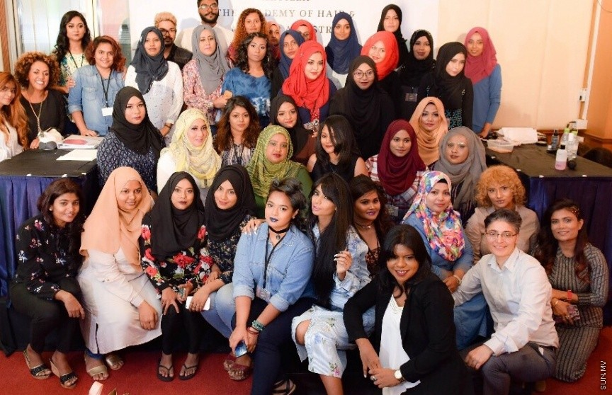 8 participants from Eem's makeup class has guaranteed a spot at the Arab Fashion Week