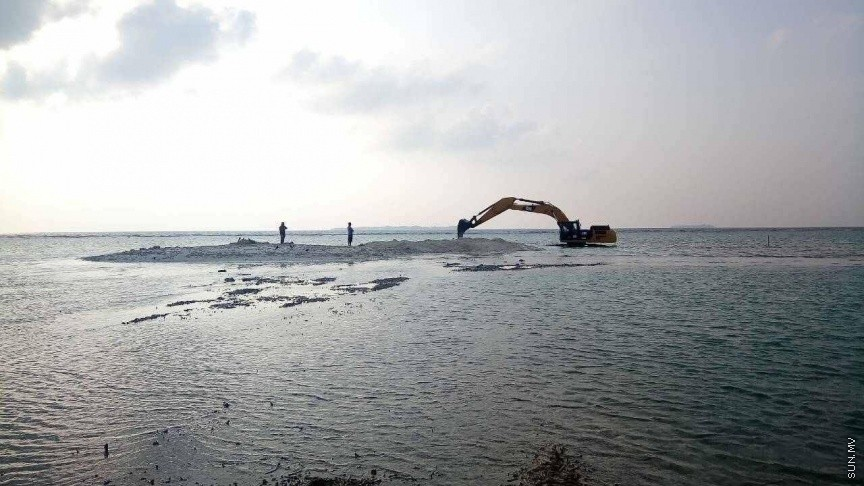 Construction of bund wall for Funadhoo airport begins