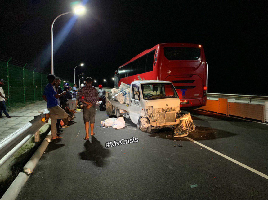 Pickup crashes into road divider, bus in an accident over Hulhumale