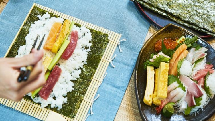 〈About 2 hours Activity〉Rolled Sushi Making, Japanese Cooking Experience in Osaka!