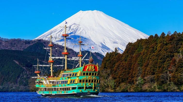 〈1Day Tour〉Mt. Fuji & Shopping at Gotemba Premium Outlets & Lunch with shabu-shabu & dessert All-you-can-eat