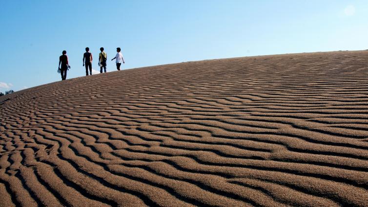 〈1Day Tour〉Tottori Sand Dunes, Visit the popular Sand Museum & Ride on the World Geo Park Uradome Coast Cruise