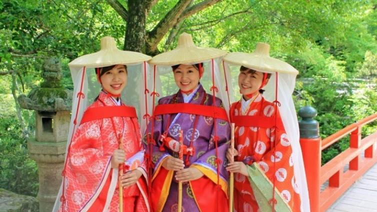 〈About 2 hours Activity〉Transform into a noblewoman of the Heian Period and enjoy Miyajima sightseeing