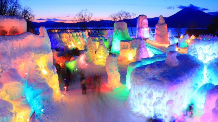 〈1Day Tour〉Enjoy Snow Playing, Lake Shikotsu& Ice Festival!