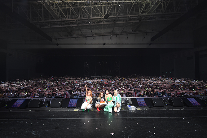 MAMAMOO Surprised Fans In Traditional Kebayas At First