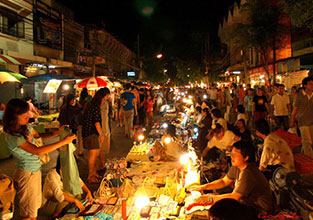 Chiang_Mai_Walking_Street