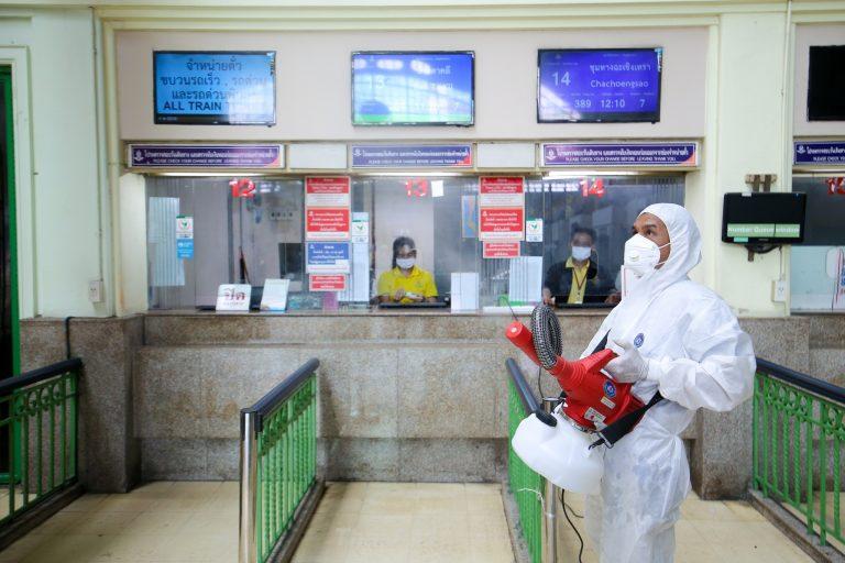ทำความสะอาดพื้นที่ ป้องกัน COVID-19   สถานีรถไฟกรุงเทพ (หัวลำโพง)   13 มี.ค. 63