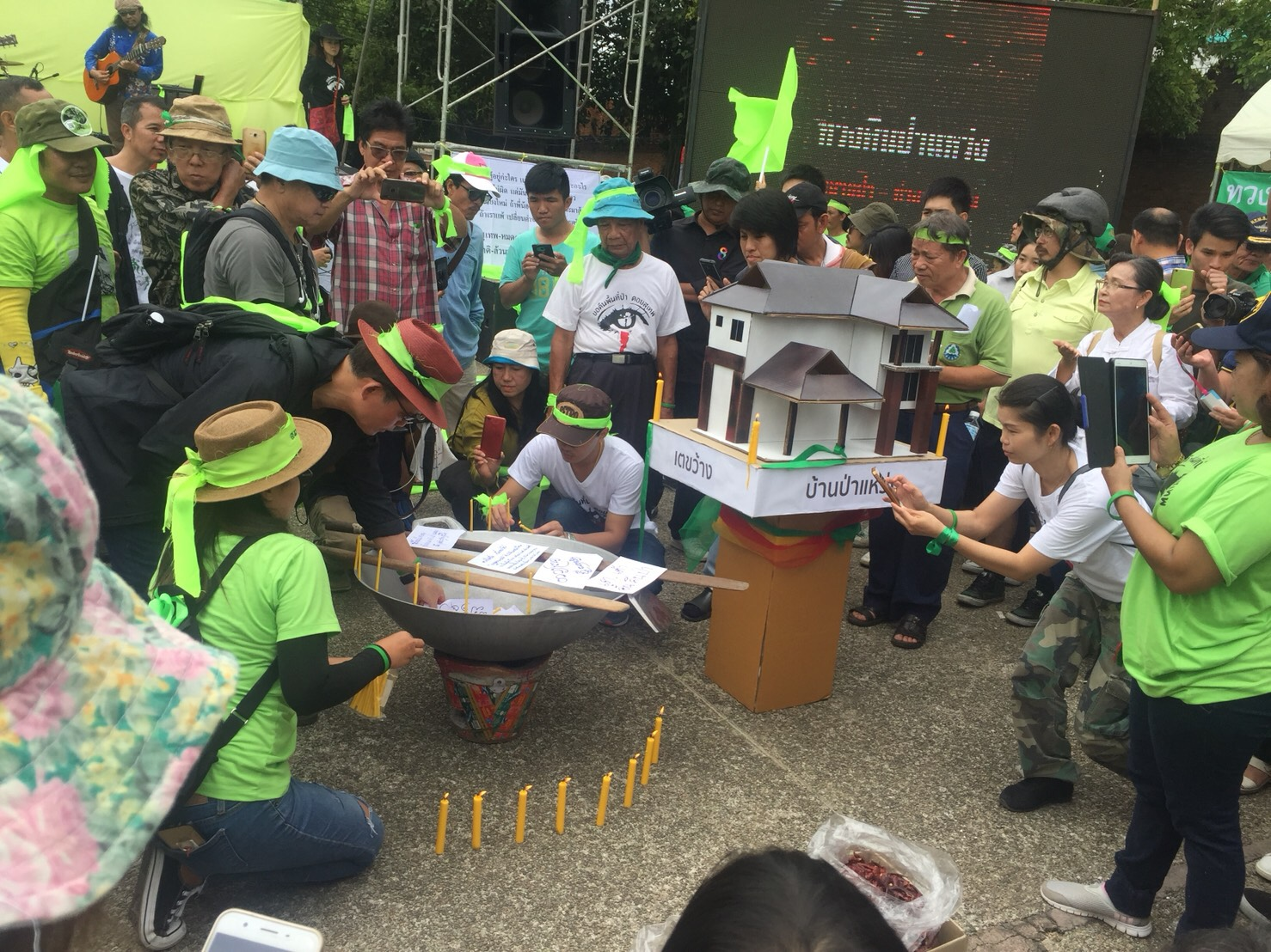 Anti-Doi Suthep housing project groups rally to pressure government 2 Live Music in Chiang Mai
