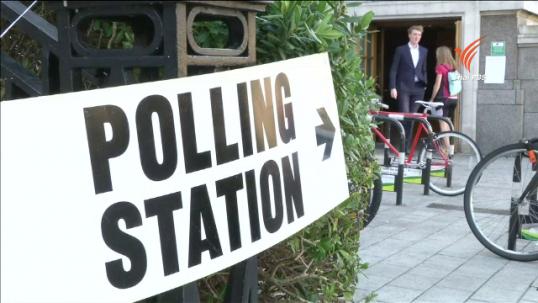 ประชาชนในสหราชอาณาจักรออกมาใช้สิทธิ์เลือกตั้งทั่วไป