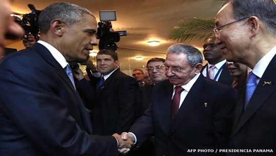 โอบามา-คาสโตร จับมือฟื้นความสัมพันธ์สหรัฐฯ-คิวบา