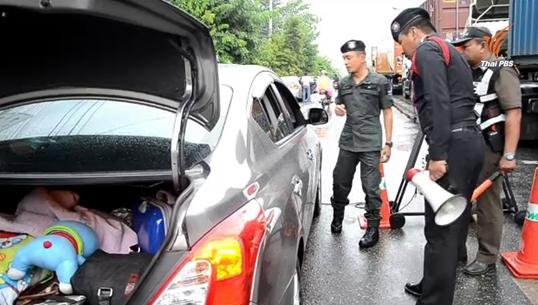 ตำรวจดูแลความปลอดภัยนักท่องเที่ยว