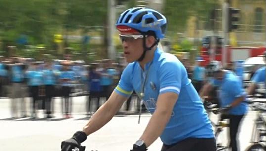 สมเด็จพระบรมโอรสาธิราชฯ ทรงจักรยานพระที่นั่งนำขบวน Bike for Mom
