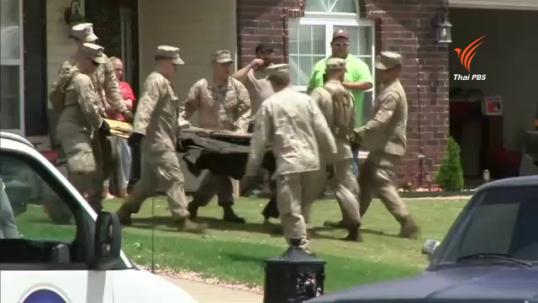 ทหาร-ประชาชนในสหรัฐฯ เก็บกวาดซากความเสียหายจากพายุทอร์นาโดในรัฐโอกลาโฮมา