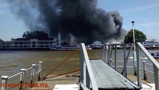 เกิดเหตุไฟไหม้ในกรมอู่ทหารเรือ ฝั่งธนบุรี-ล่าสุดควบคุมเพลิงได้แล้ว