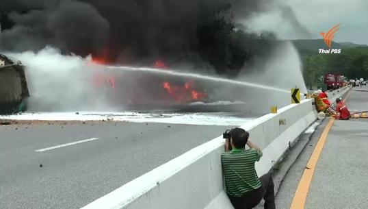 เกิดเหตุรถบรรทุกน้ำมันคว่ำไฟไหม้ จ.อุตรดิตถ์ เสียชีวิต 1 คน