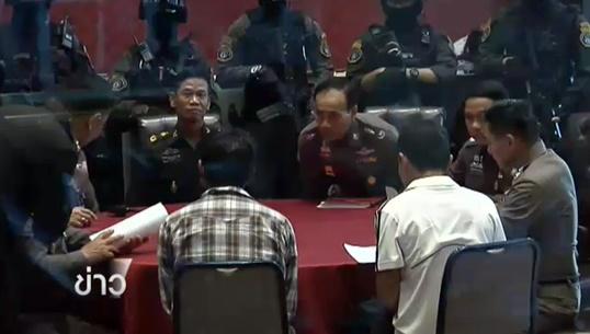 ทหารส่งตัวผู้ต้องหาคดีหมิ่นสถาบันฯ 2 คนให้ตำรวจ-เปิด 9 รายชื่อผู้ต้องหา