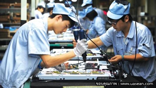 """ไทยนำเข้าหุ่นยนต์ในโรงงานปีละ 4 พันตัว แก้ลำถูกบีบ""""ค่าแรงขั้นต่ำ""""มากกว่า 300 บาท"""