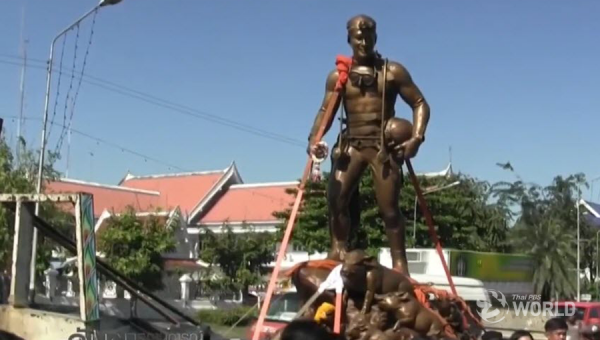 Ja Sam's bronze statue arrives at Wat Rongkhun in Chiang Rai