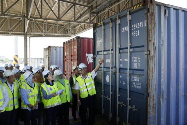 Malaysia sends back trash, says won't be world's waste bin