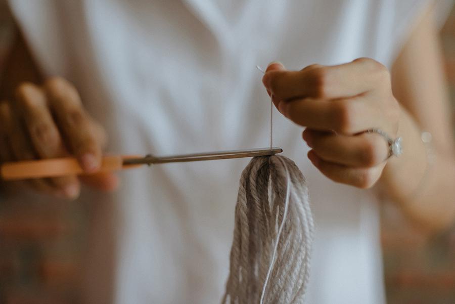 08-DIY-Yarn-Tassle-Wedding-Backdrop