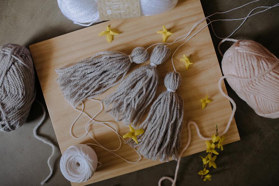 13-DIY-Yarn-Tassle-Wedding-Backdrop