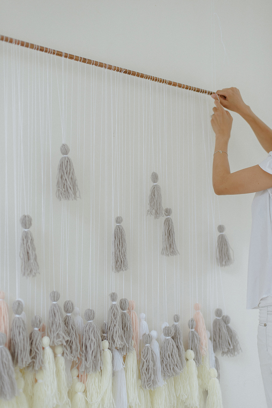 16-DIY-Yarn-Tassle-Wedding-Backdrop