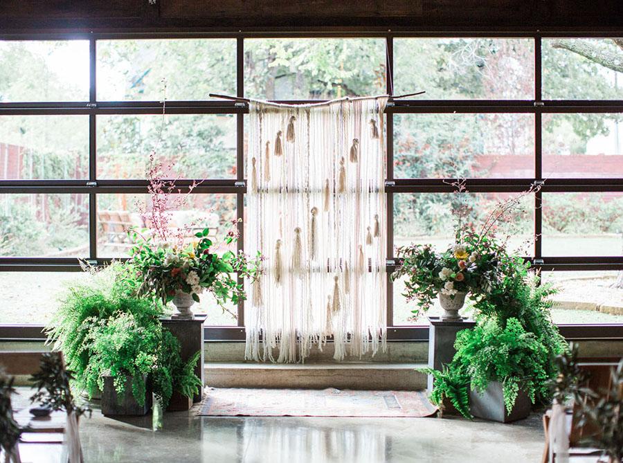 19-DIY-Yarn-Tassle-Wedding-Backdrop