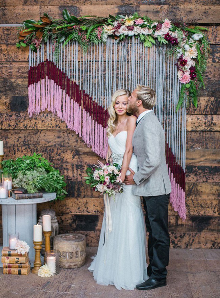 20-DIY-Yarn-Tassle-Wedding-Backdrop