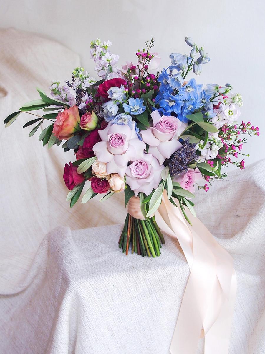 06-bright-colorful-bridal-bouquet