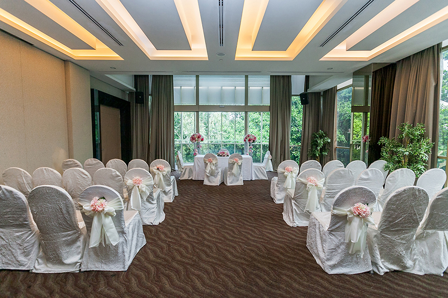 The wedding scoop for Floor to ceiling glass panels