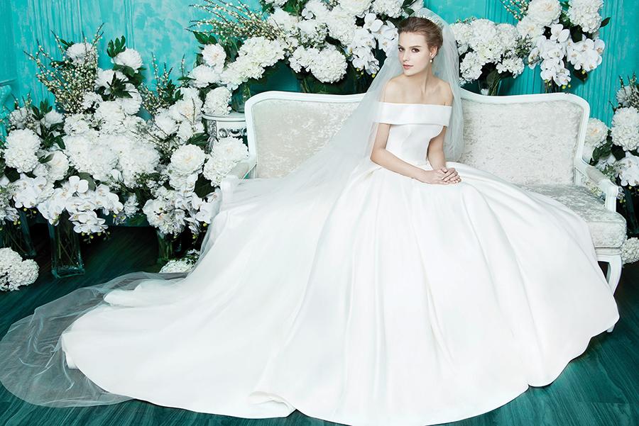59b75_3-digio-bridal-meghan-markle-inspired-minimal-wedding-dresses-bridal-boutiques-singapore.jpg