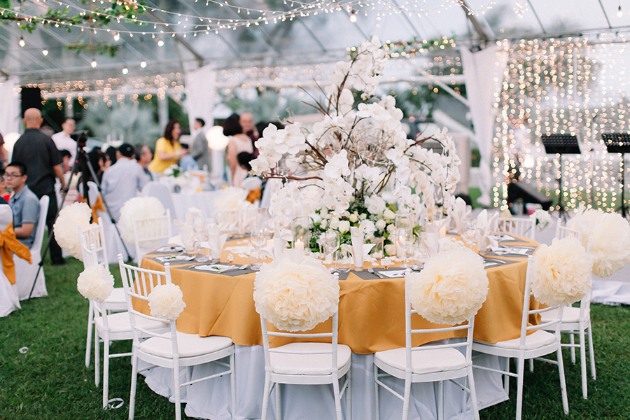 The wedding scoop their all white malaysia wedding by glory florist featured a handful of details that were handmade by the bride herself including the stationery and the junglespirit Choice Image