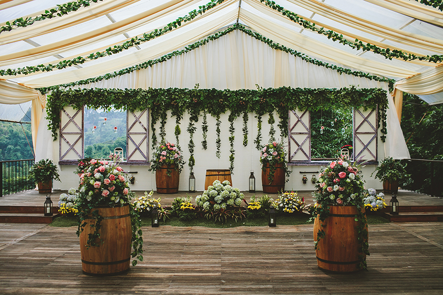 The wedding scoop captured by fire wood and earth and planned by bozza event organiser perfectly combined the green surroundings of padma hotel bandung with wood crates junglespirit Gallery