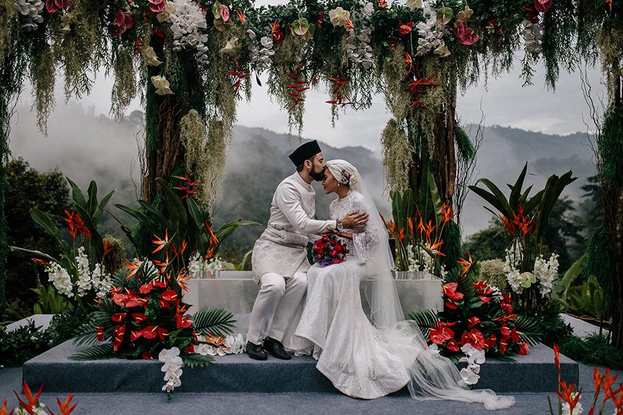 79ab4_01-yuna-adam-sinclair-malaysia-wedding-puncak-rimba-janda-baik-tropical-bohemian.jpg