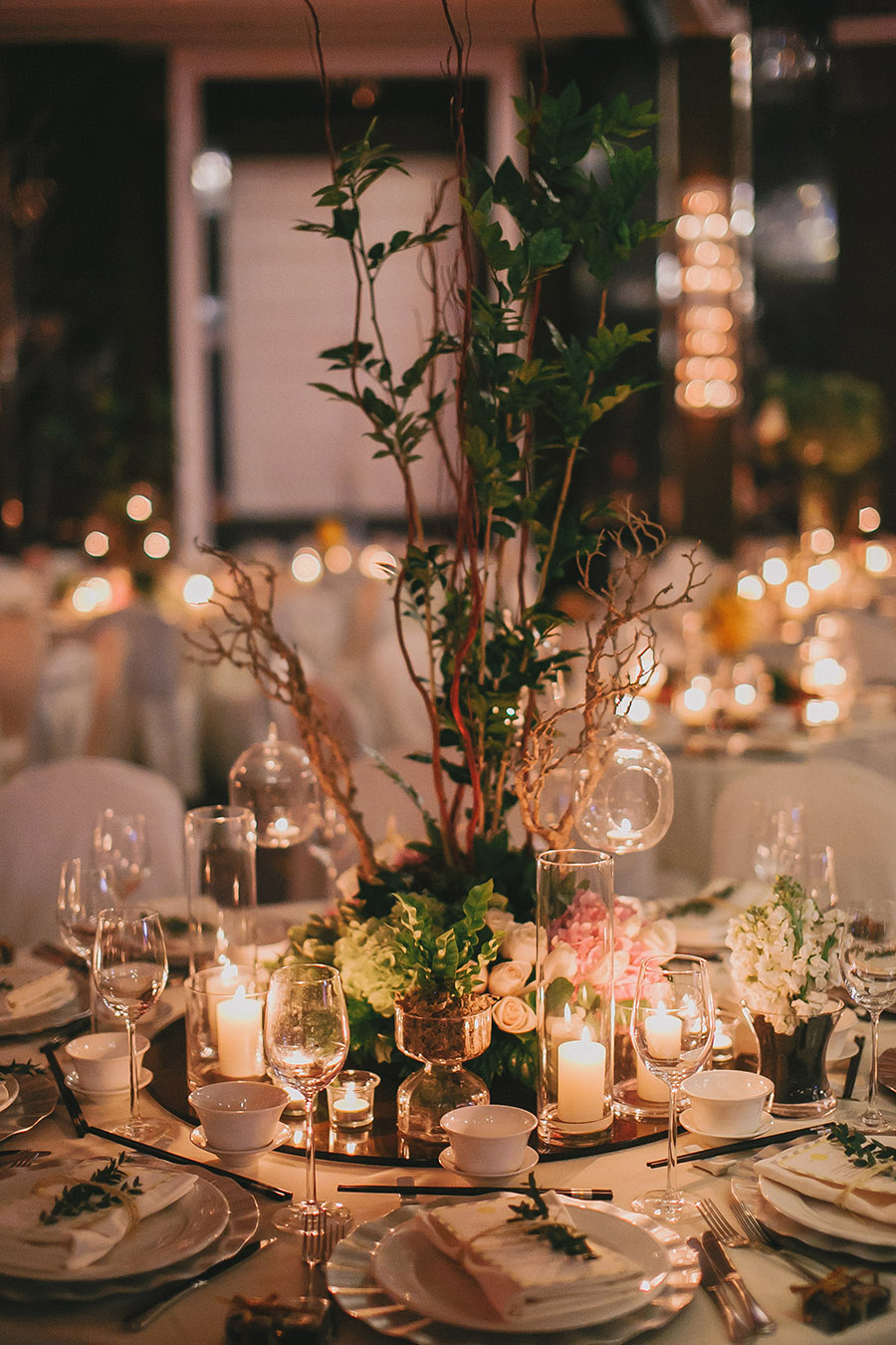 The wedding scoop decor and flowers by theoccasions eventeur photography by louis loo photography via david and casss rustic ballroom wedding at the majestic hotel kuala junglespirit Gallery