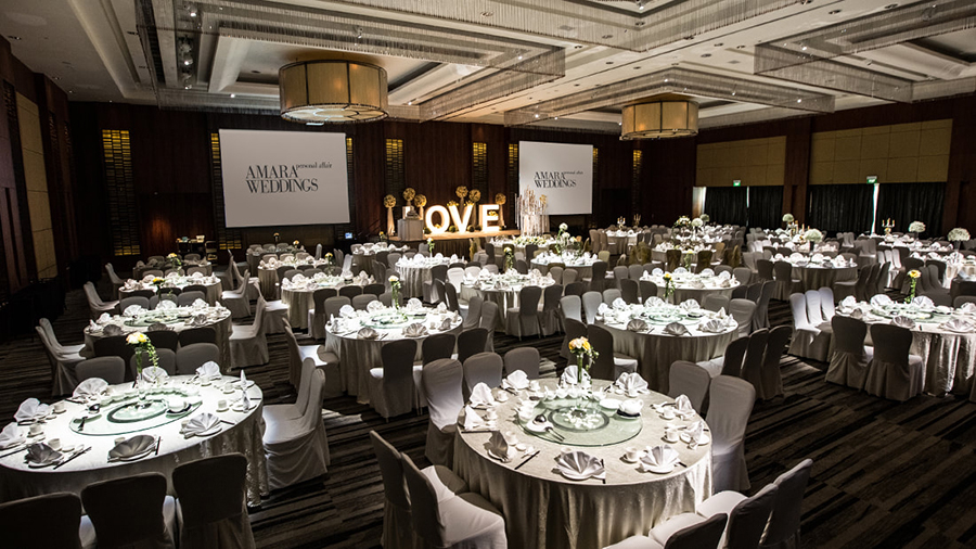 Andaz Singapore Recommended by wedding planners for being one of the few hotel ballrooms blessed with natural lighting, Andaz Hotel's expansive ballroom, ...