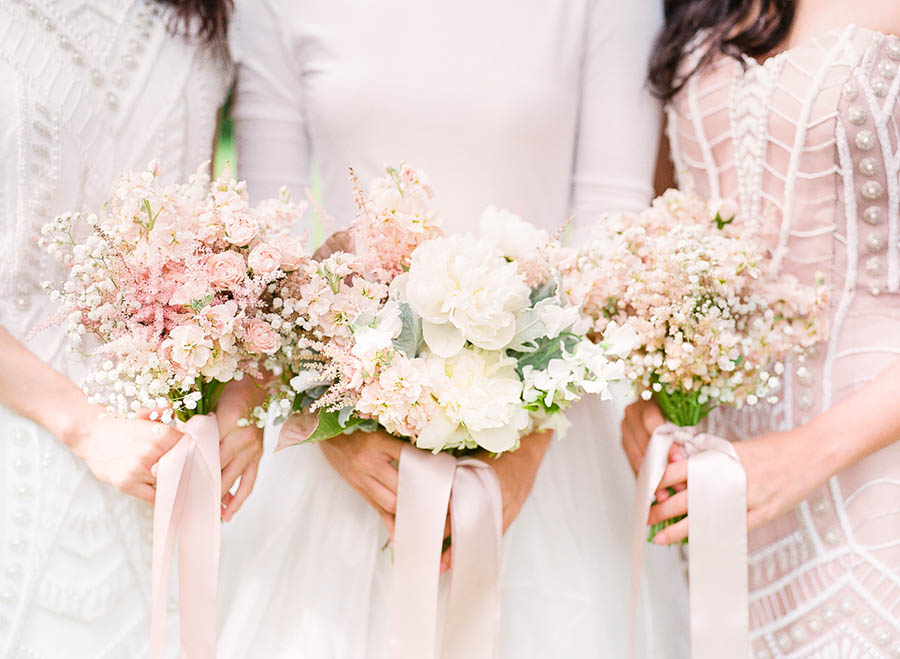 4 Popular Ways to Pair Bridal and Bridesmaid Bouquets