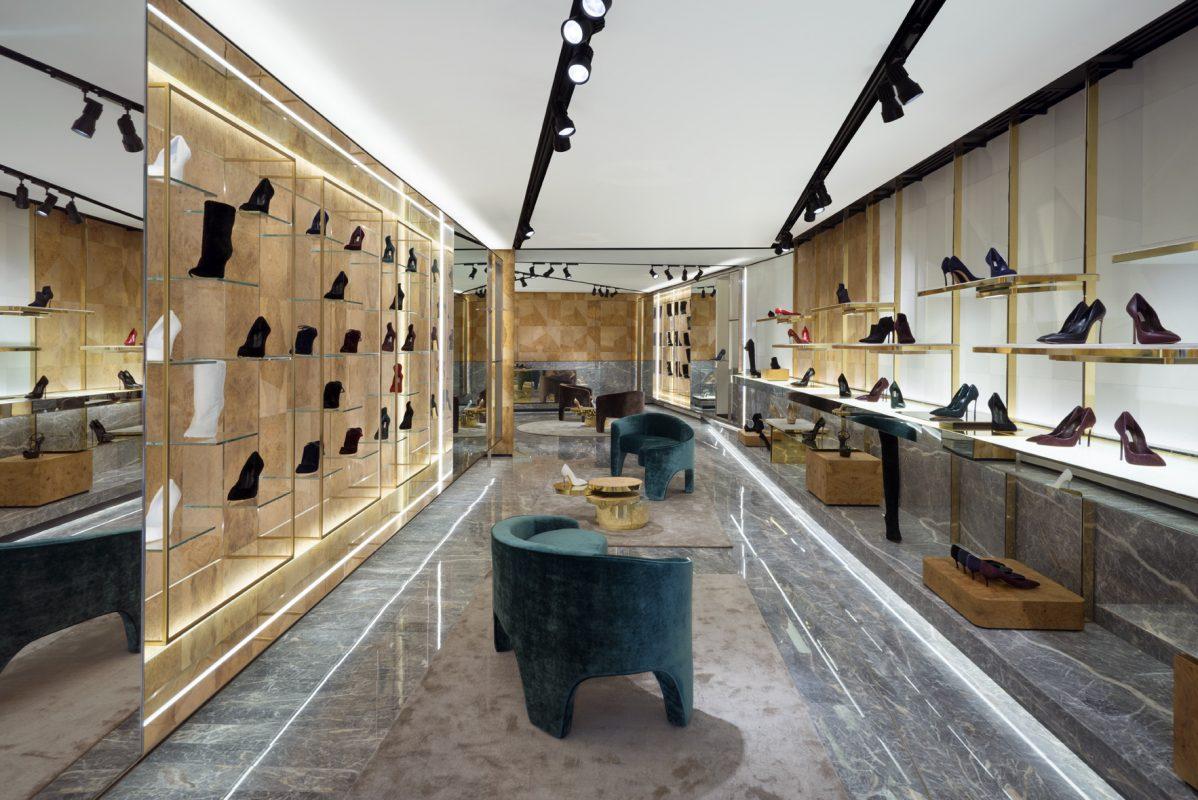 Thi Công Shop Giày Sang Trọng