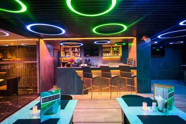 Rus Suite Sukhumvit6 Serviced Apartment The B Eats Bar