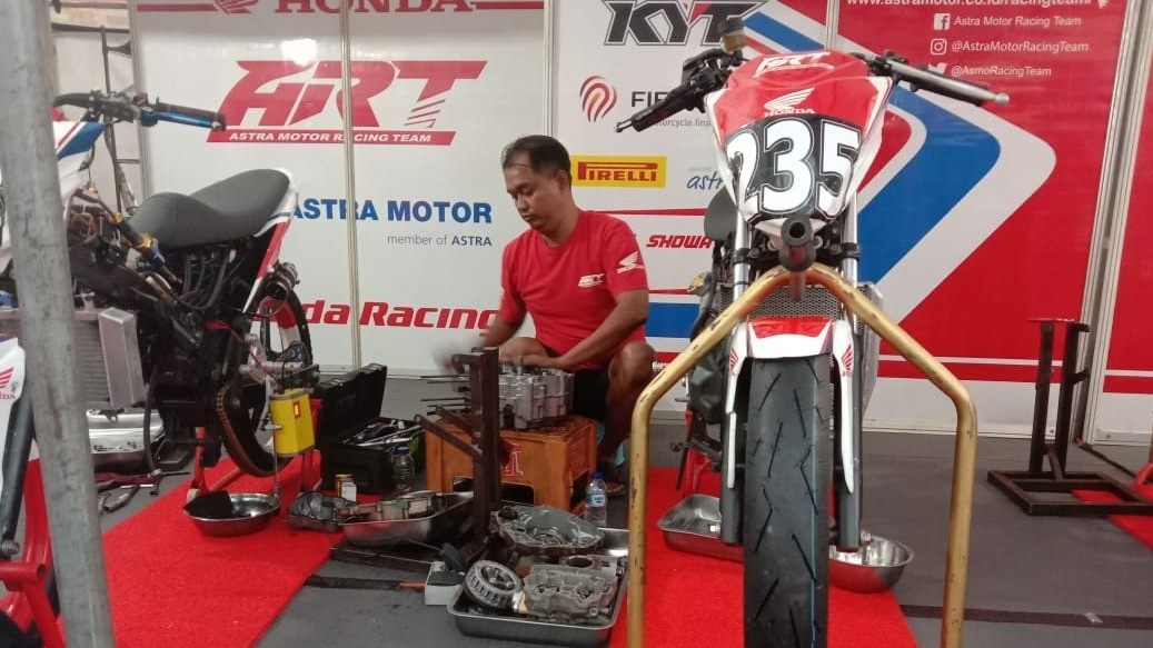 Mekanik Astra Motor Racing Team