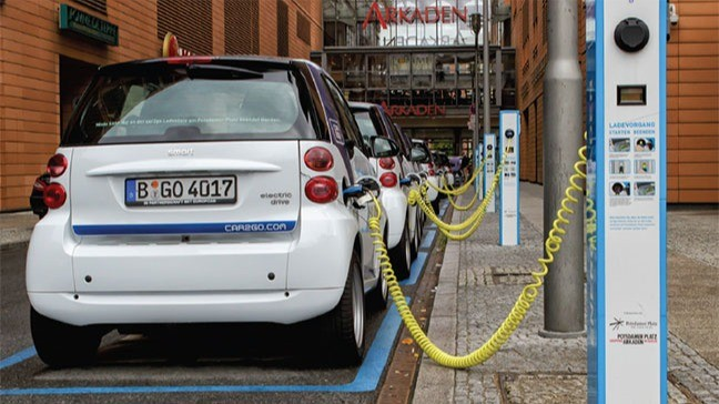 Ilustrasi pengisian mobil listrik