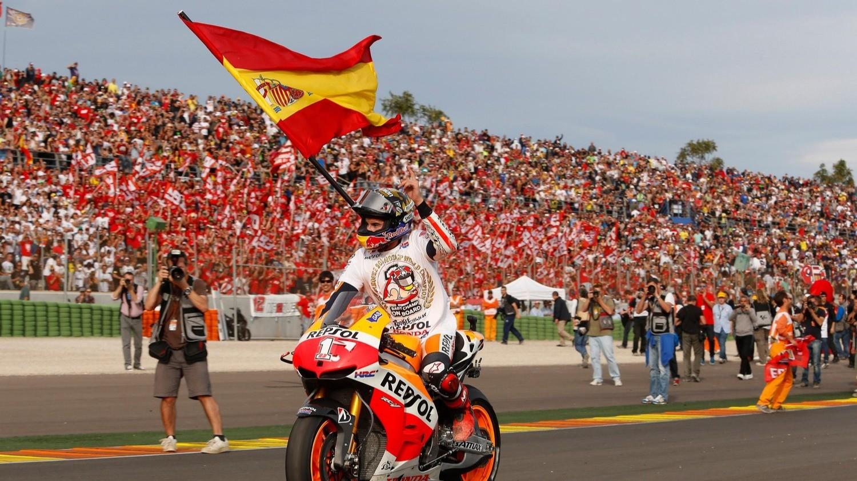 Marc Marquez dengan Bendera Spanyol