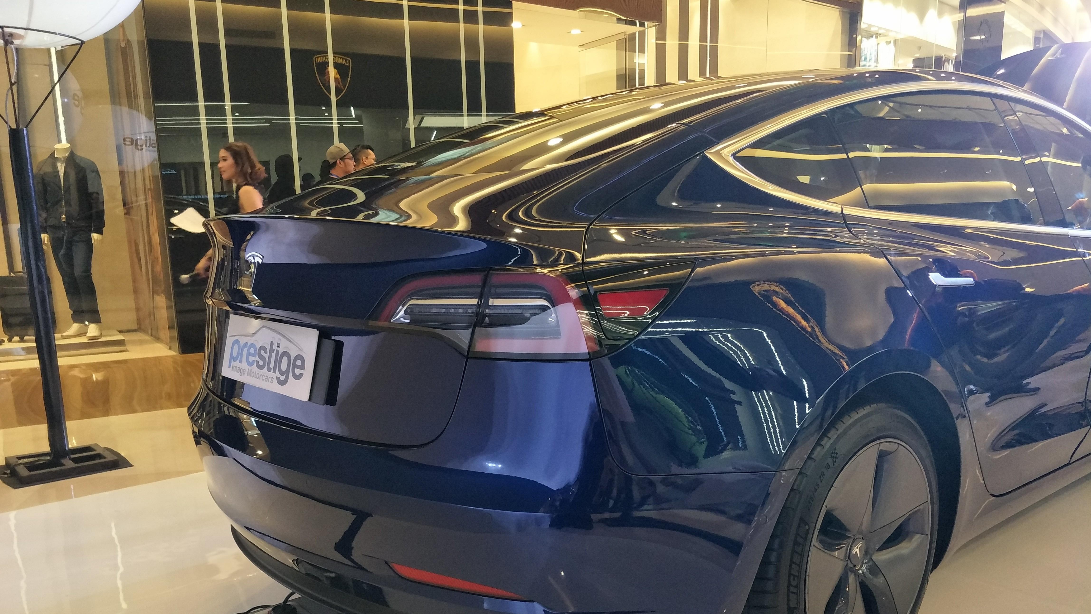 Canggih Mobil Listrik Termurah Tesla Di Indonesia Bisa Parkir Sendiri