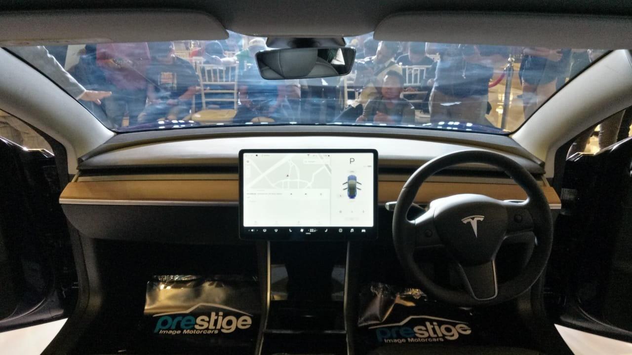 Begini Jadinya Mobil Listrik Tesla Nyebur Ke Lumpur Mati Enggak Ya